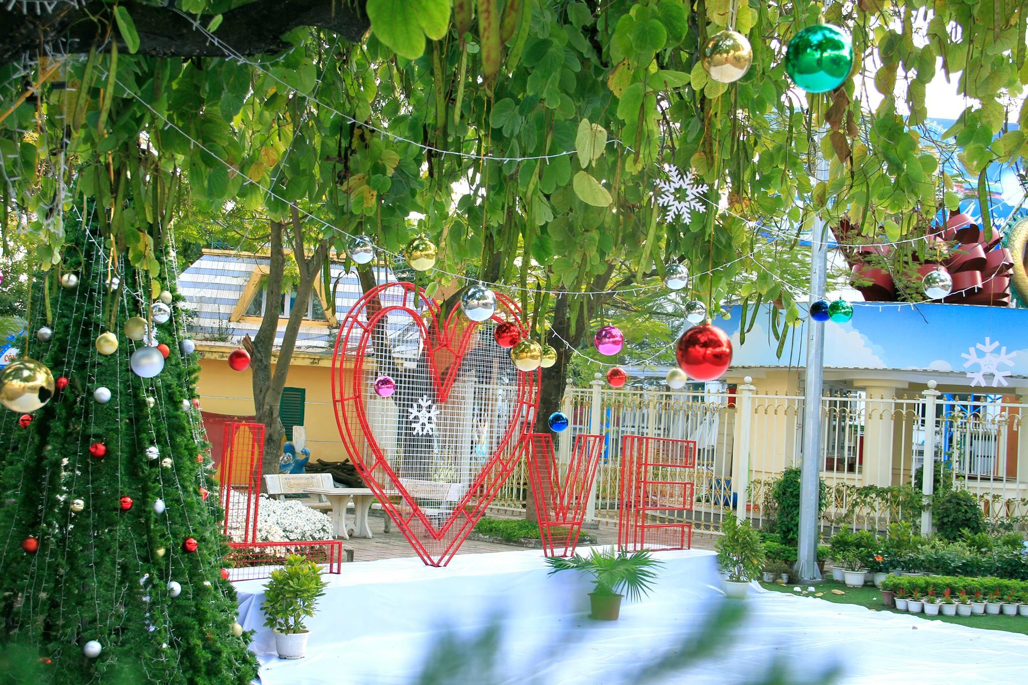 Hình ảnh Giáng sinh được trang trí lỗng lẫy