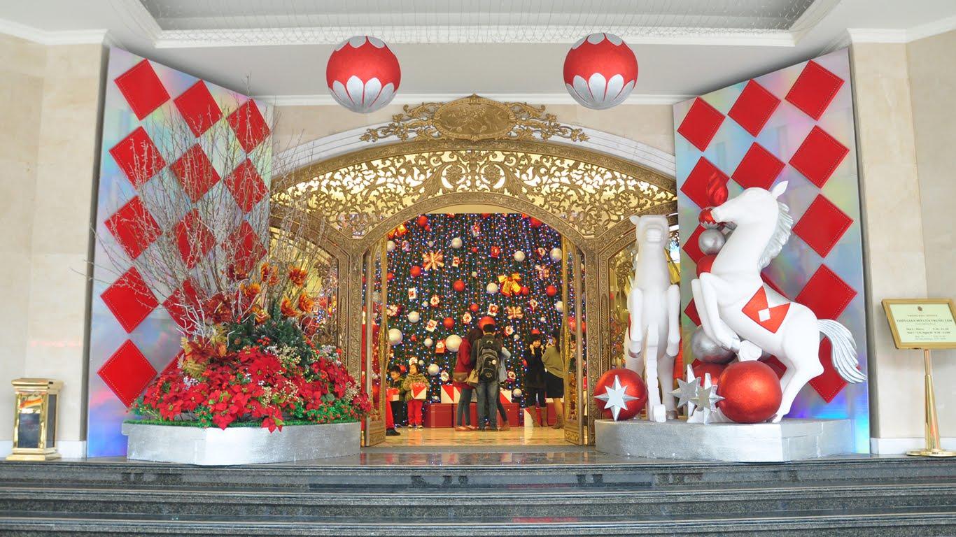 Hình ảnh trang trí cửa trung tâm thương mại đêm Giáng sinh, Noel đẹp nhất