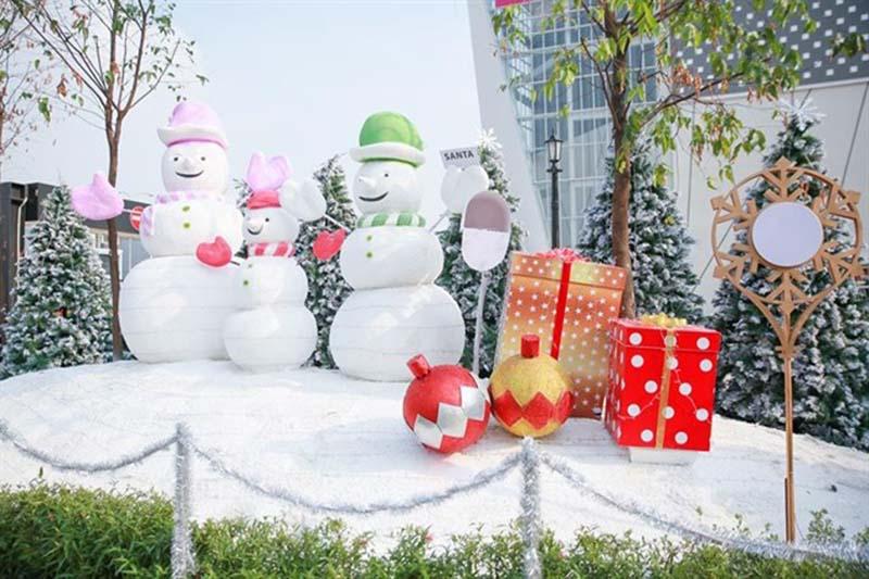 Trang trí khu vườn Giáng sinh bằng ông già Tuyết