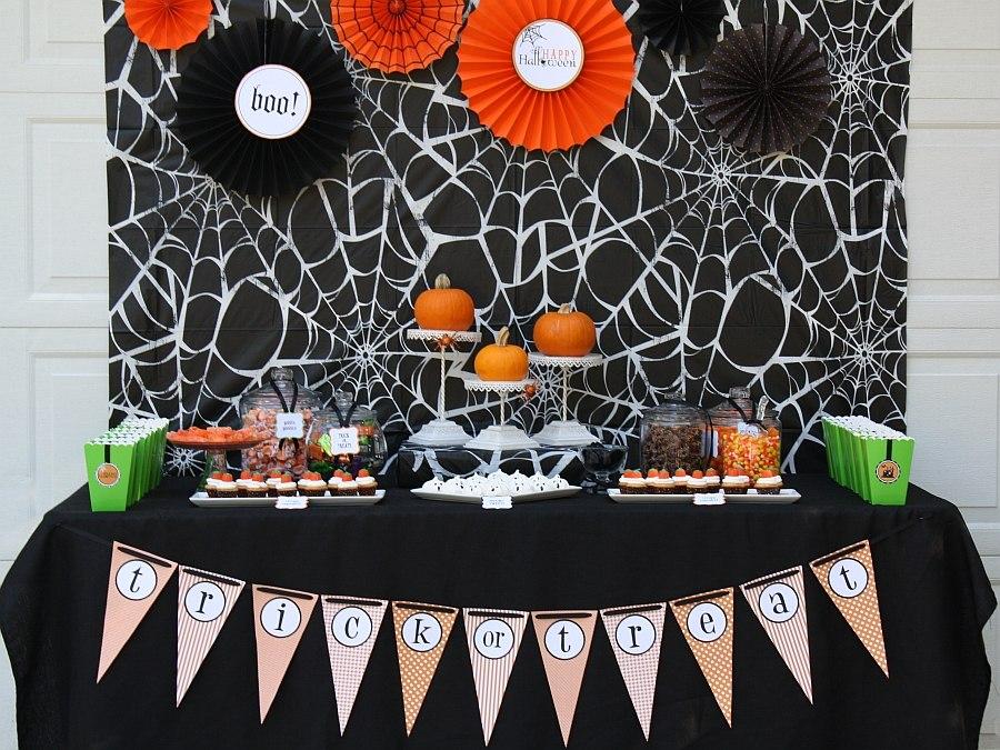 Trang trí bàn tiệc halloween