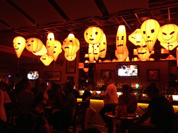 Trang trí đèn lồng halloween đẹp và đơn giản