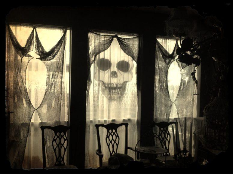 Trang trí rèm cửa halloween kinh dị và độc