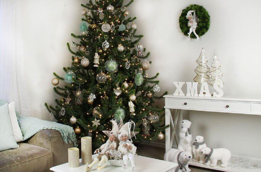 Hình ảnh cây thông đẹp trong phòng khách