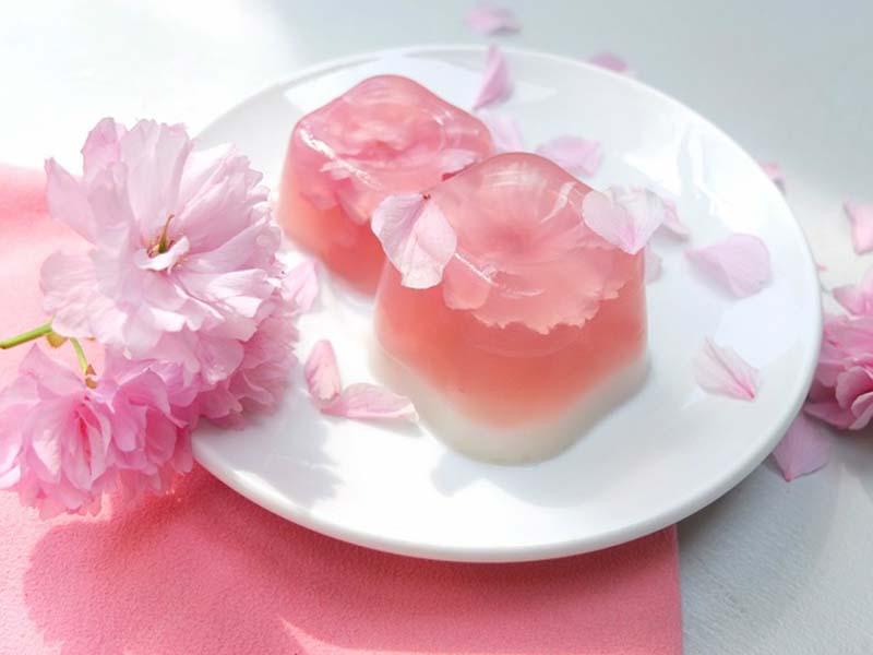 Mê mẩn trước những món ngon làm từ hoa anh đào Nhật bản