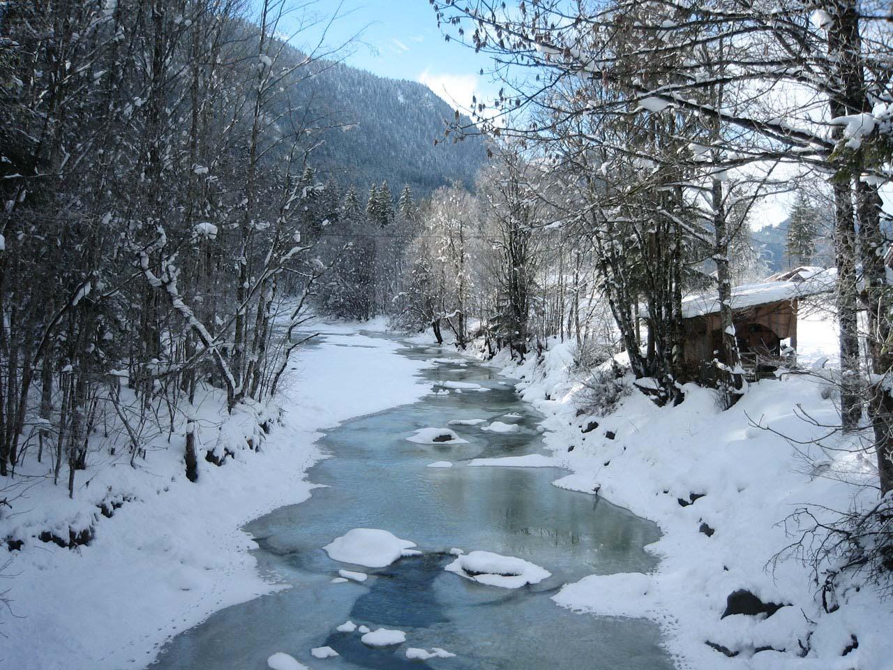 Hình ảnh dòng sông mùa đông