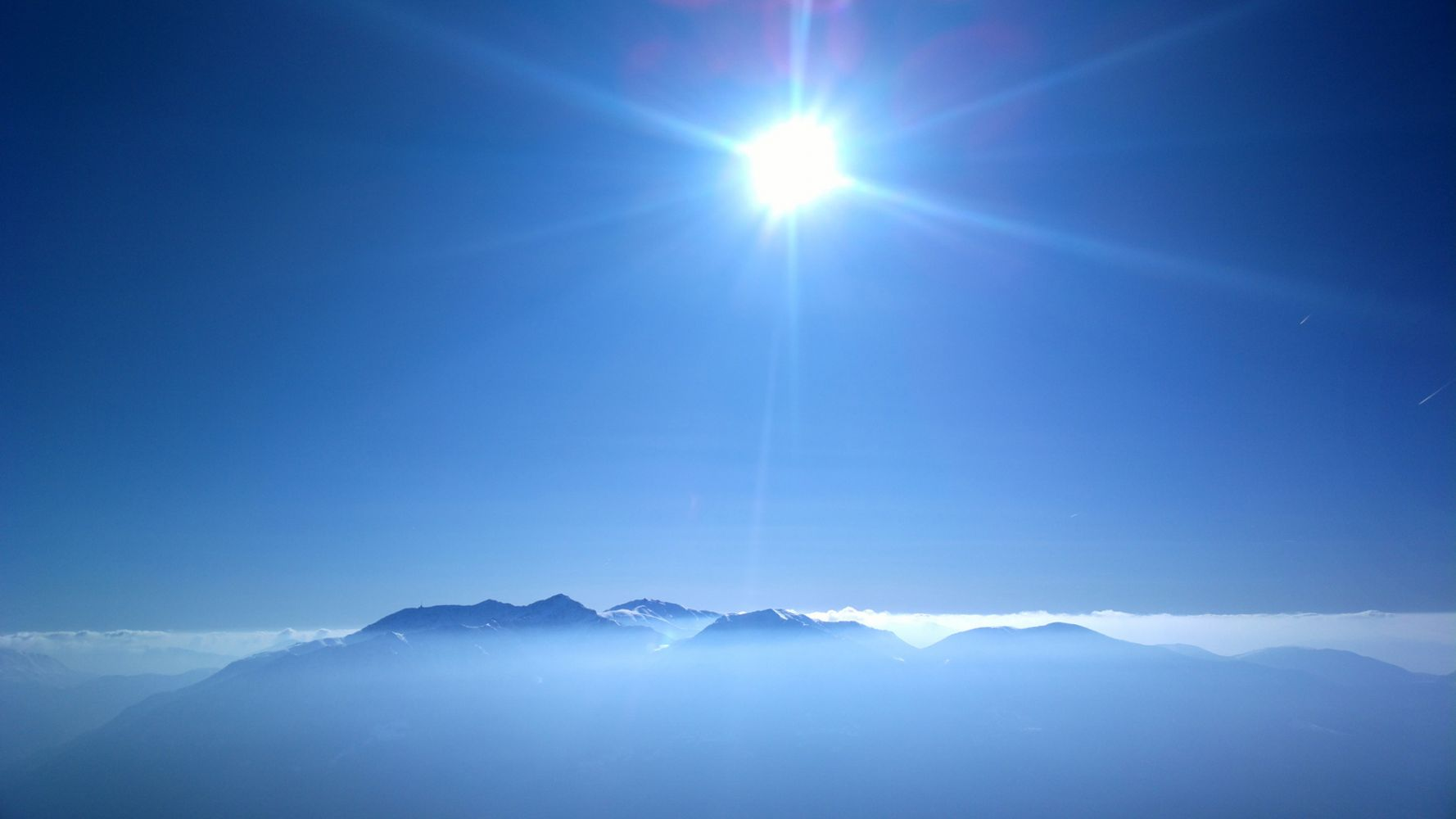 Hình nền đẹp bầu trời màu xanh